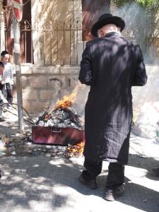 Pesach chometz burning mea shearim
